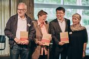 Besides Herbert Fritsch, Erika Fischer-Lichte and Christel Weiler, Chen Ping, second from the right, Cultural Attaché of the Embassy of the People's Republic of China in Berlin, was also happy about the book's new release.